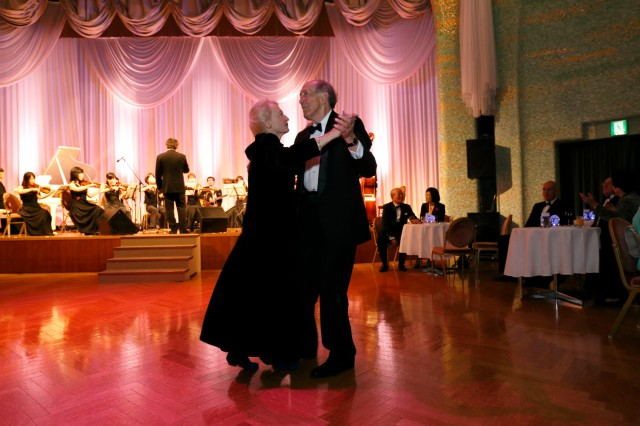 Dr. Robert Dennard dancing with his wife Jane at the 2013 Kyoto Prize Reception